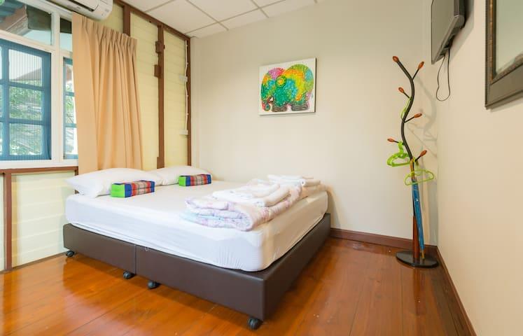 Nang Ta Yon @ Ban Thap Chang Hostel - ประเวศ - Inap sarapan