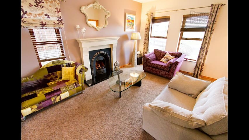 Stunning home in Gilford - Gilford - Casa