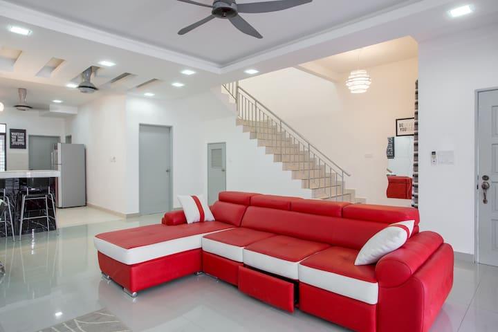 Aarisa Guest House at Saujana Rawang [new house!] - Rawang - Dom