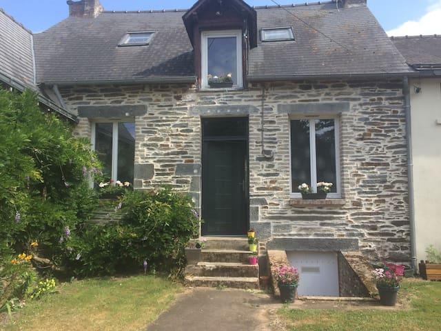 Maison calme en campagne avec deux chambre - La Gacilly - Huis