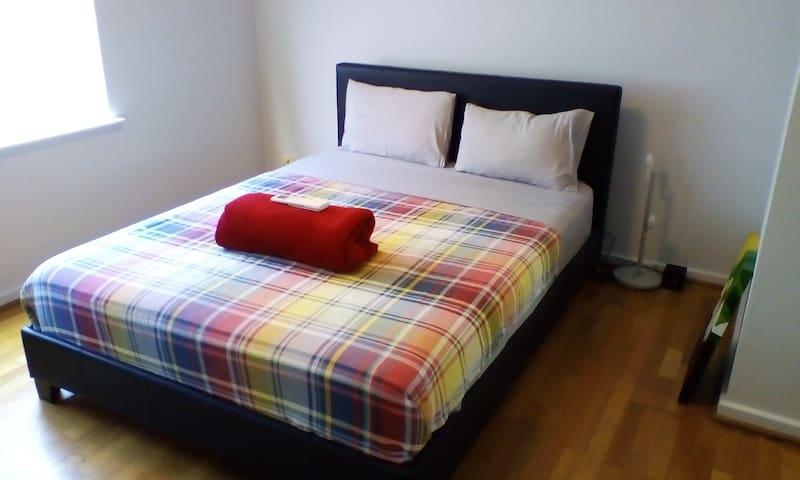 Beautiful bright master bedroom in Subiaco - Subiaco - Casa