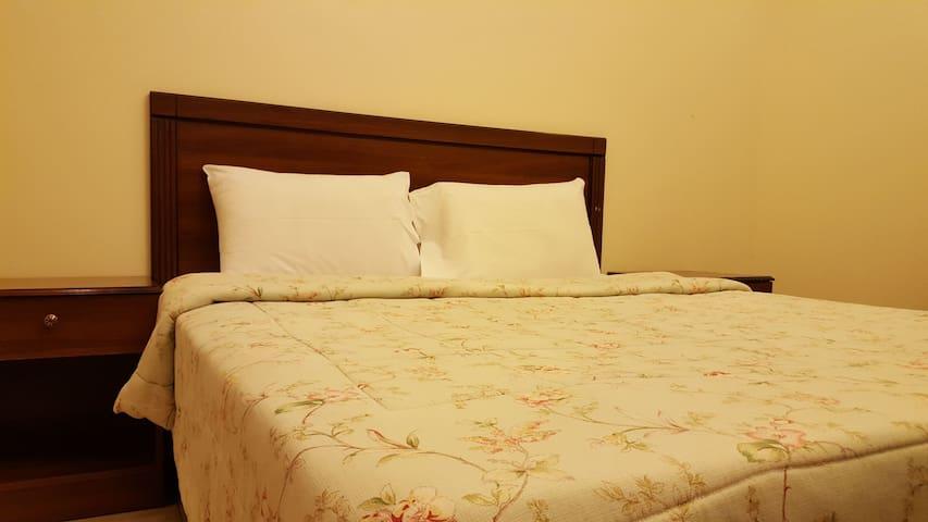 Nice 1 Bedroom, Living Room, Kitchen in Salama - Yeda - Departamento