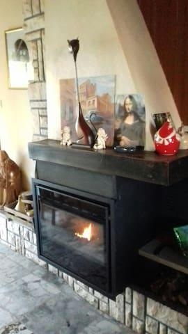 Chambre chaleureuse et confortable - Hinges - Huis
