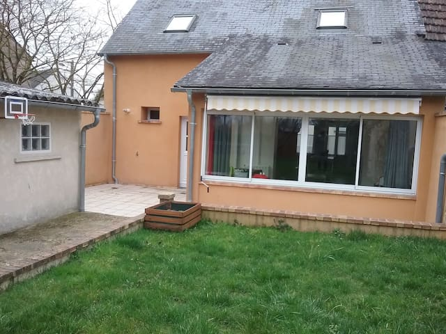 Chambre Privée Calme - Bourges - Bed & Breakfast