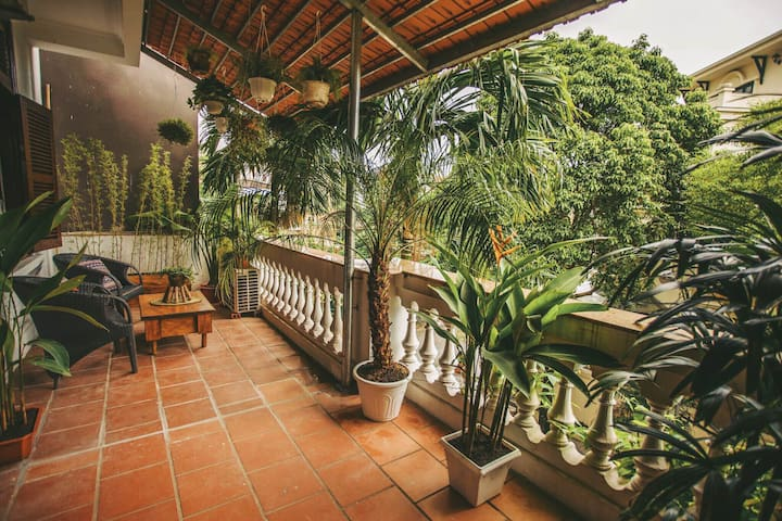 Big room with gorgeous garden balcony in West Lake - Quảng An - Casa