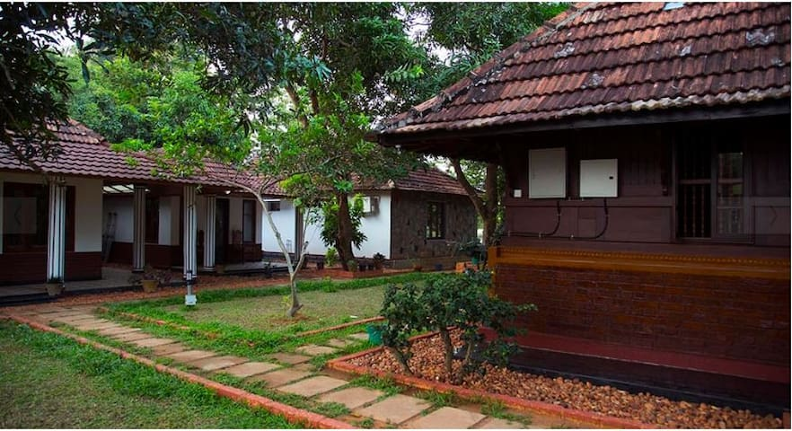 Exquisite Honeymoon Peacock Room near Pamba River - Champakulam - Ev