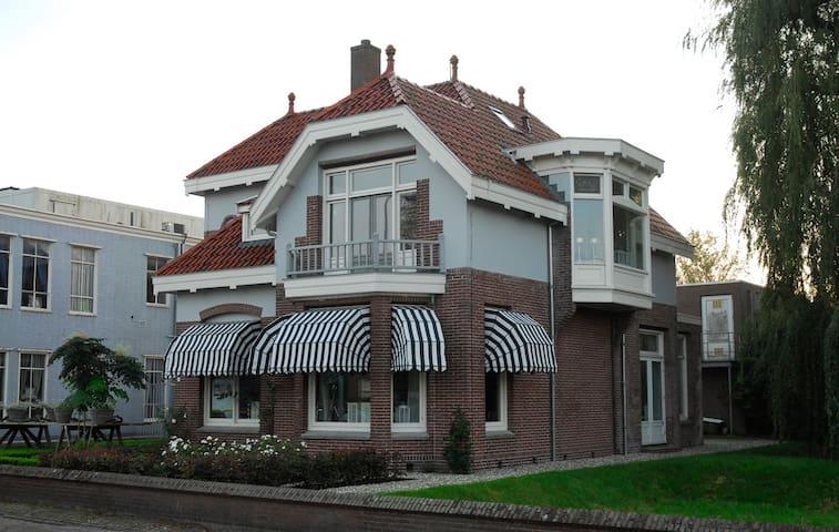 Villa Rose (aan het water) - Burgum