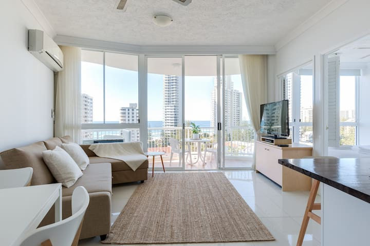 Top Floor, Ocean Views - Surfers Paradise - Appartement