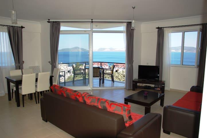 Penthouse apartment, superb views - Güllük