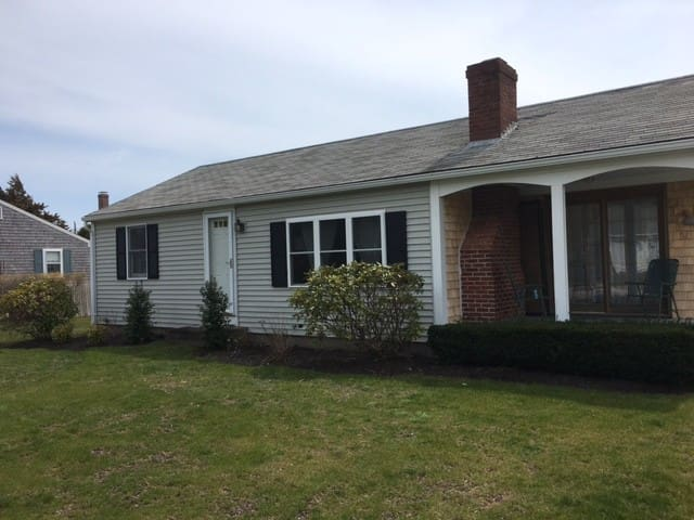 Cape Cod Cottage ..Walk to Beach - デニス - 一軒家