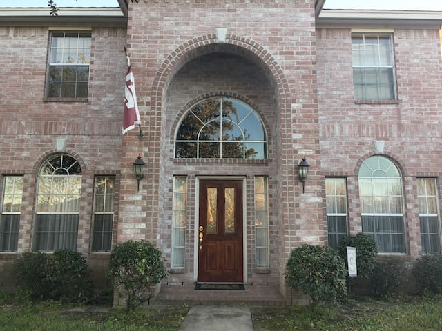 Spacious living near Lake Houston - Humble