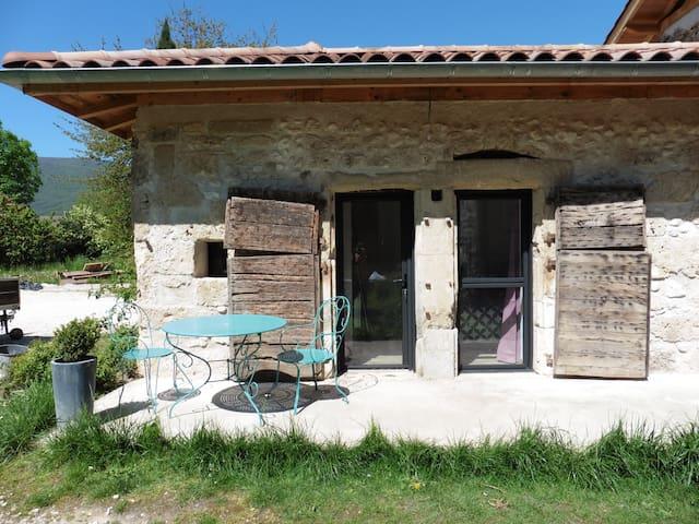 Chambre et salle de bain privée - Saint-Jean-en-Royans - Bed & Breakfast