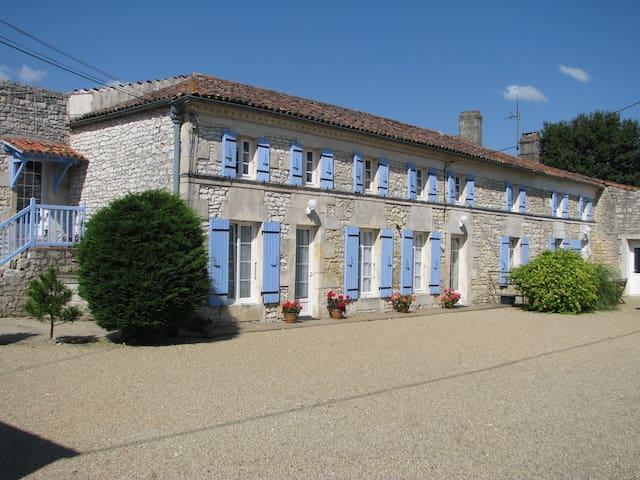 Gîte 6 personnes avec piscine - Saint-Simon-de-Pellouaille - Natuur/eco-lodge