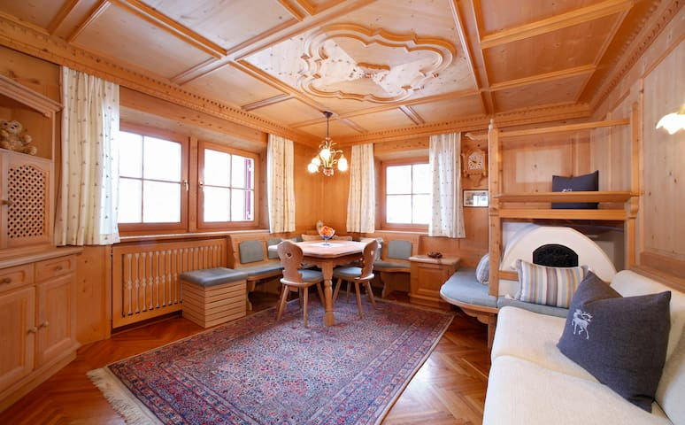 Apartment Zyklame -  Original Tyrolean Stube  - Santa Cristina Valgardena - Leilighet