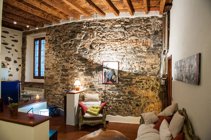 """""""The House of Stones"""" an ancient convent in Como - Com - Pis"""