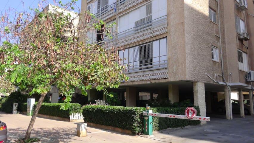 Grand studio- proxim ville et plage - Netanya - Appartement