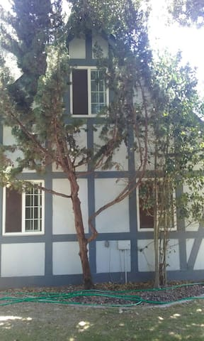 Enchanting storybook guesthouse. - Solvang - Apartmen