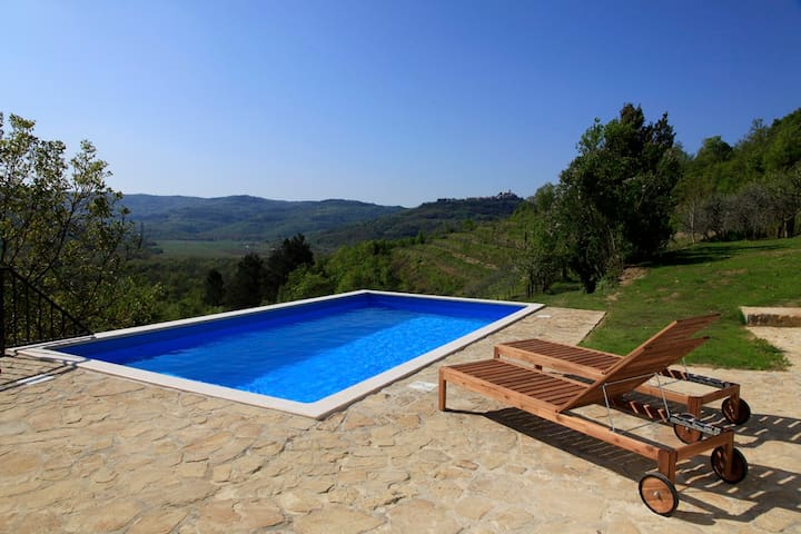 Peaceful Villa with breathetaking view - Livade