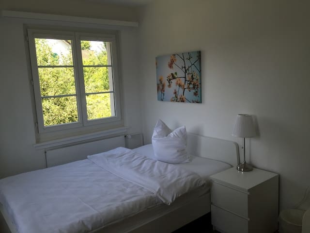 Schönes Zimmer alles inklusive - Niederglatt - Casa