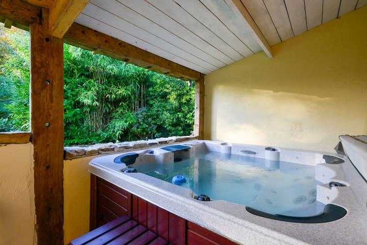 Belle chambre avec Jacuzzi à l'orée d'un bois - Inzinzac-Lochrist - Ev