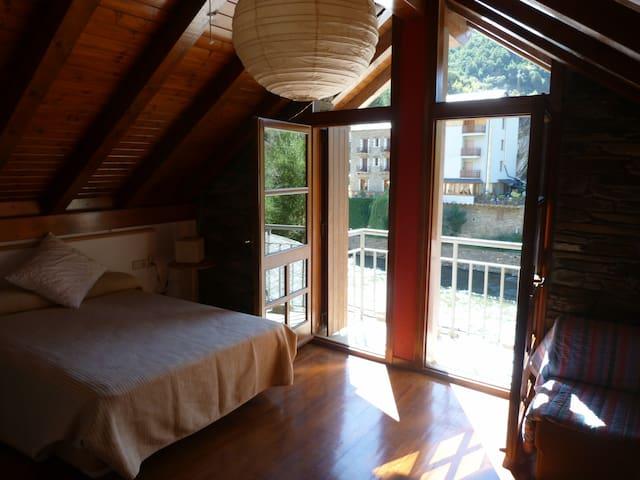 Casa en el Pirineo, Esquí y Rafting - Llavorsí - 一軒家