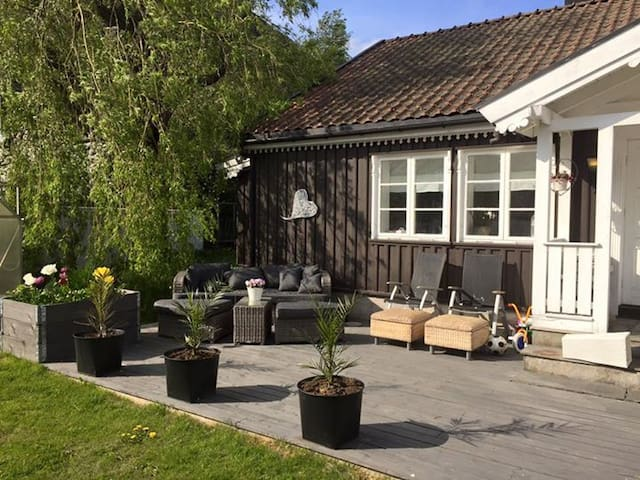 Cosy house close to the beach and city center - Larvik - Casa