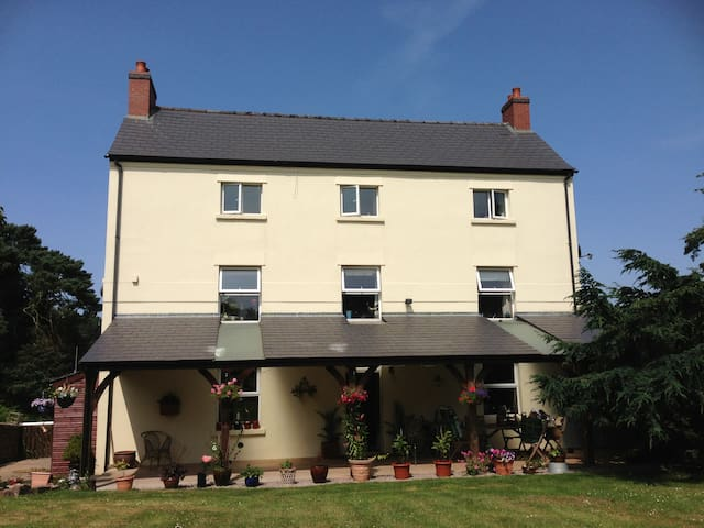 Ensuite double room at Beaulieu Farm - Staunton - Bed & Breakfast