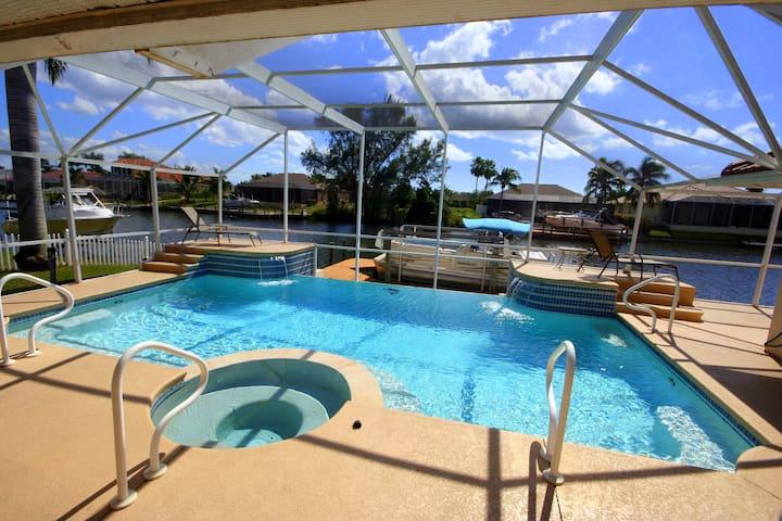 Waterfront villa Hollywood/Gulf access/Boat rental - ケープコーラル - 別荘