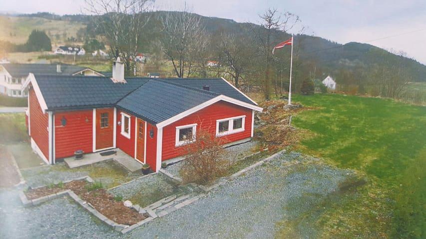 Enebolig i landlige omgivelser - Skjold - Hus