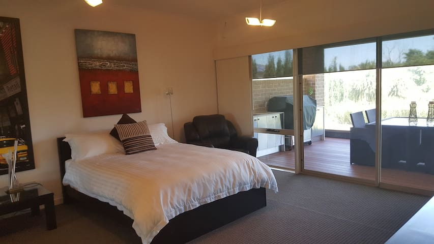 Luxury Accommodation - 40 minutes from the City - Berwick - Bed & Breakfast