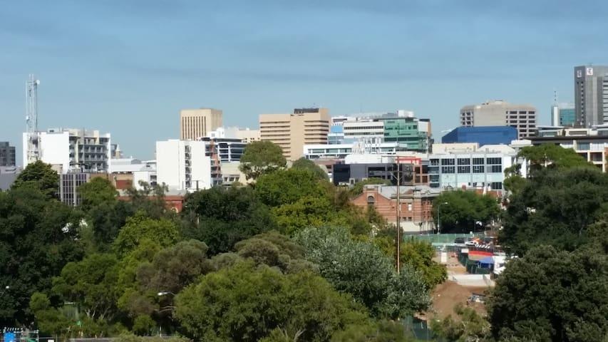 Parkland Fringe to Adelaide - Kent Town - Leilighet