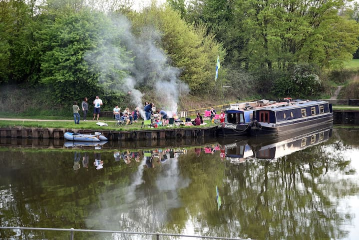 Room One: Overlooking the S-G canal - Hardwicke