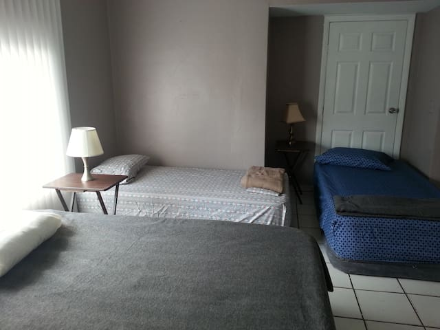 Twin Bed 4a close - Twins and Queens Miami Central - Miami
