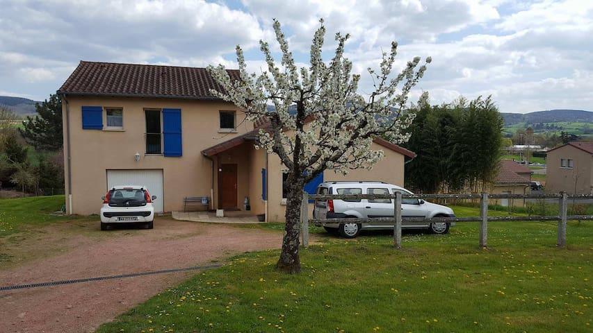 Charmante maison proche du centre ville de Cluny - Cluny - Gästehaus