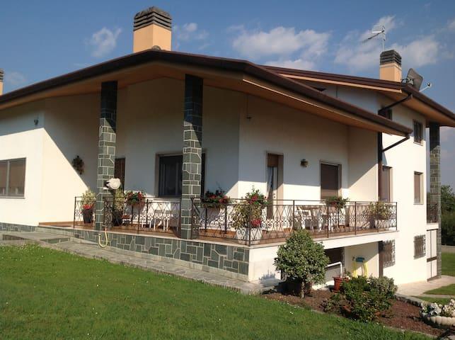 CAMERA 3 LETTI SINGOLI in B&B - Colloredo di Monte Albano