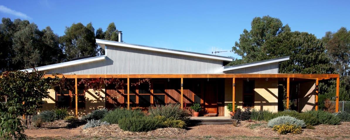 Nabadi Homestay - accommodation in a rural setting - Benalla - Bed & Breakfast