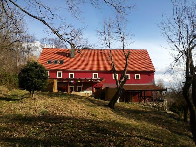 W Cieniu Słońca, pięknie cały rok, pokój 3-osobowy - Radomice - Huis