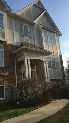 2500 SF Fully Furnished Townhouse - Carol Stream - Huis
