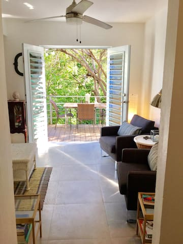 Urban Jungle Casa with Amazing Deck! - Vieques - Huis