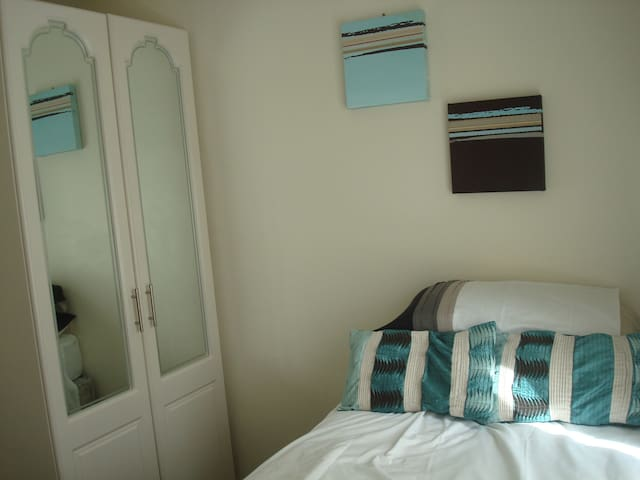Bright comfortable single with private shower room - Choppington - Casa