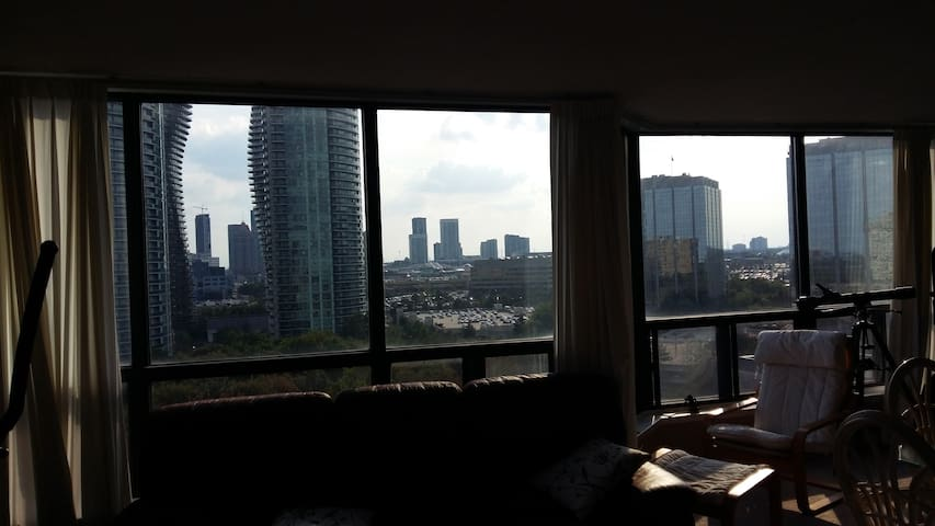 Great Downtown Mississauga View! - Mississauga