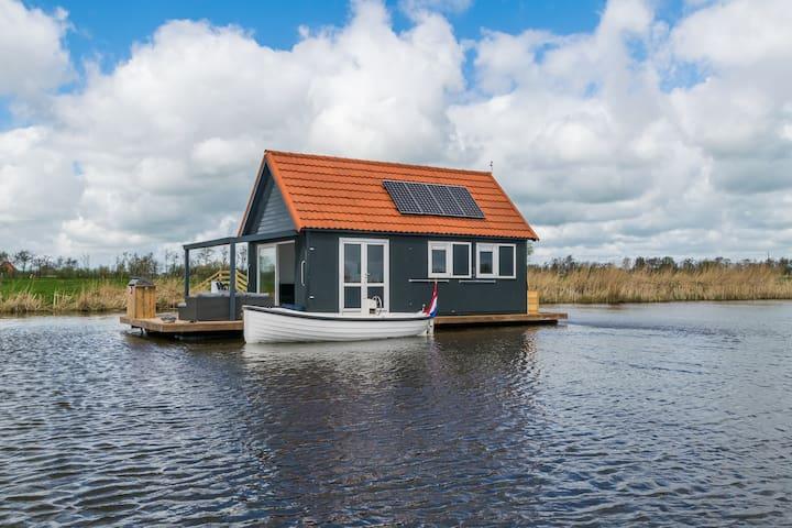 Luxe waterwoning met Sloep! - Sneek - Barco