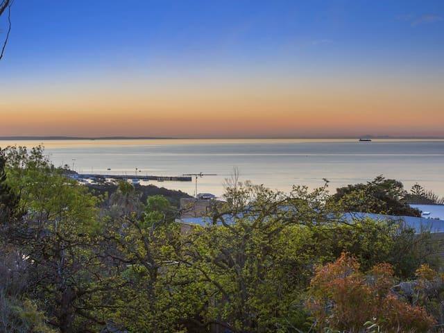 Luxury with Spectacular Mornington Pier Views - Mornington