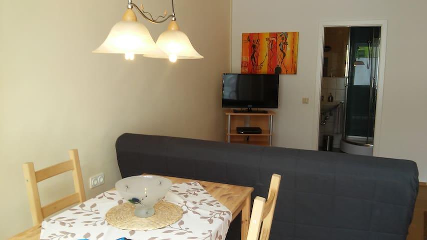 kleine Wohnung mit Parkplatz - Dinslaken - Daire