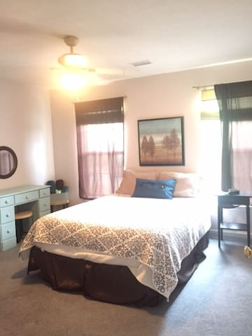 Private room - close to turnpike and Pittsburgh - Gibsonia