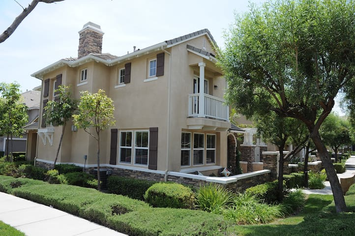 Comfort, Convenient, Clean, & Homy Townhome - 庫卡蒙格牧場(Rancho Cucamonga)