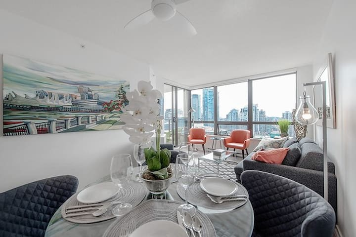 High End Central Downtown Oasis & Unbeatable Views - Vancouver - Apto. en complejo residencial