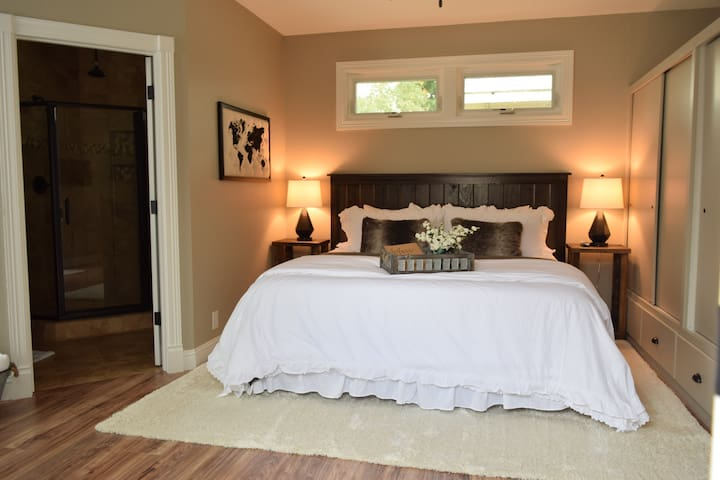 The Suite on Gold, Bed and Bath with private entry - Redding - Gästehaus