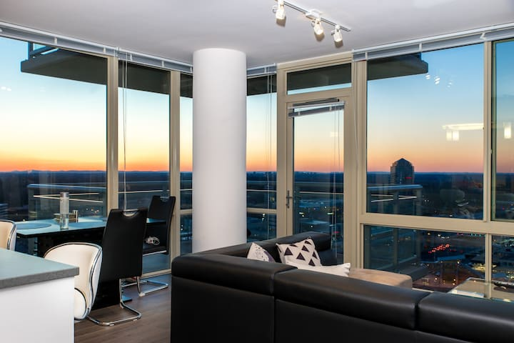 Clean, bright private room right next to metro - McLean - Apartmen