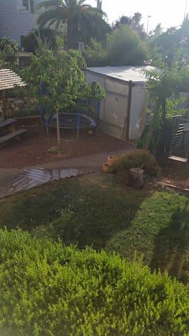 Small room with Garden - Mevaseret Zion - Apartemen